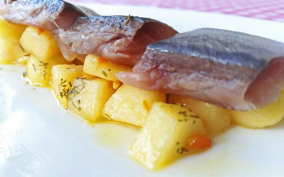 Caballa marinada con escabeche de cítricos y manzana